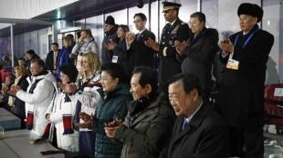 朝鮮,中國,美國和韓國代表團官員在平昌冬奧會閉幕式主席台上。2018年2月25號