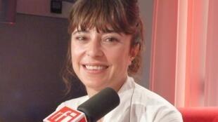 Micaela Agostini en los estudios de RFI