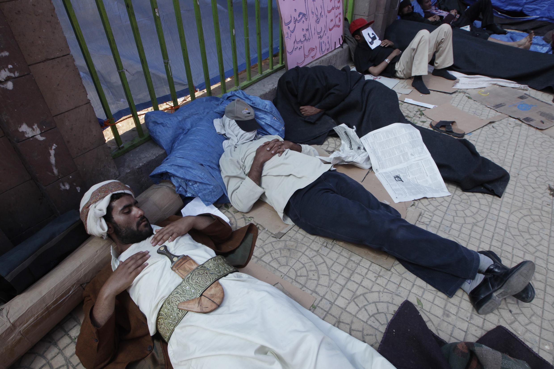 Des manifestants anti-gouvernementaux devant l'université de Sanaa au Yémen, le 21 février 2011.