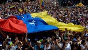 自称为委内瑞拉临时总统的瓜伊多呼吁民众23日和26日上街游行