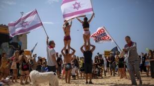 Manifestation sur la plage de Tel Aviv, ce samedi 19 septembre 2020, contre le nouveau confinement imposé en Israël.