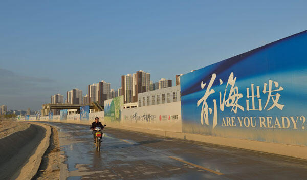 中国深圳前海街头。