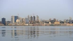 Baía de Luanda, em Angola, que está a dar combate a fraudes alfandegárias de produtos como madeira