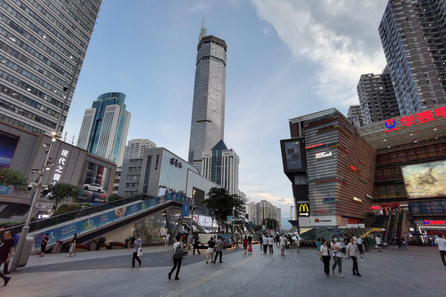 中國深圳鬧市區的地標建築賽格大廈18日來連續三天發生晃動。
