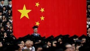圖為網絡關於中國大學信息員監視舉報的報道圖片