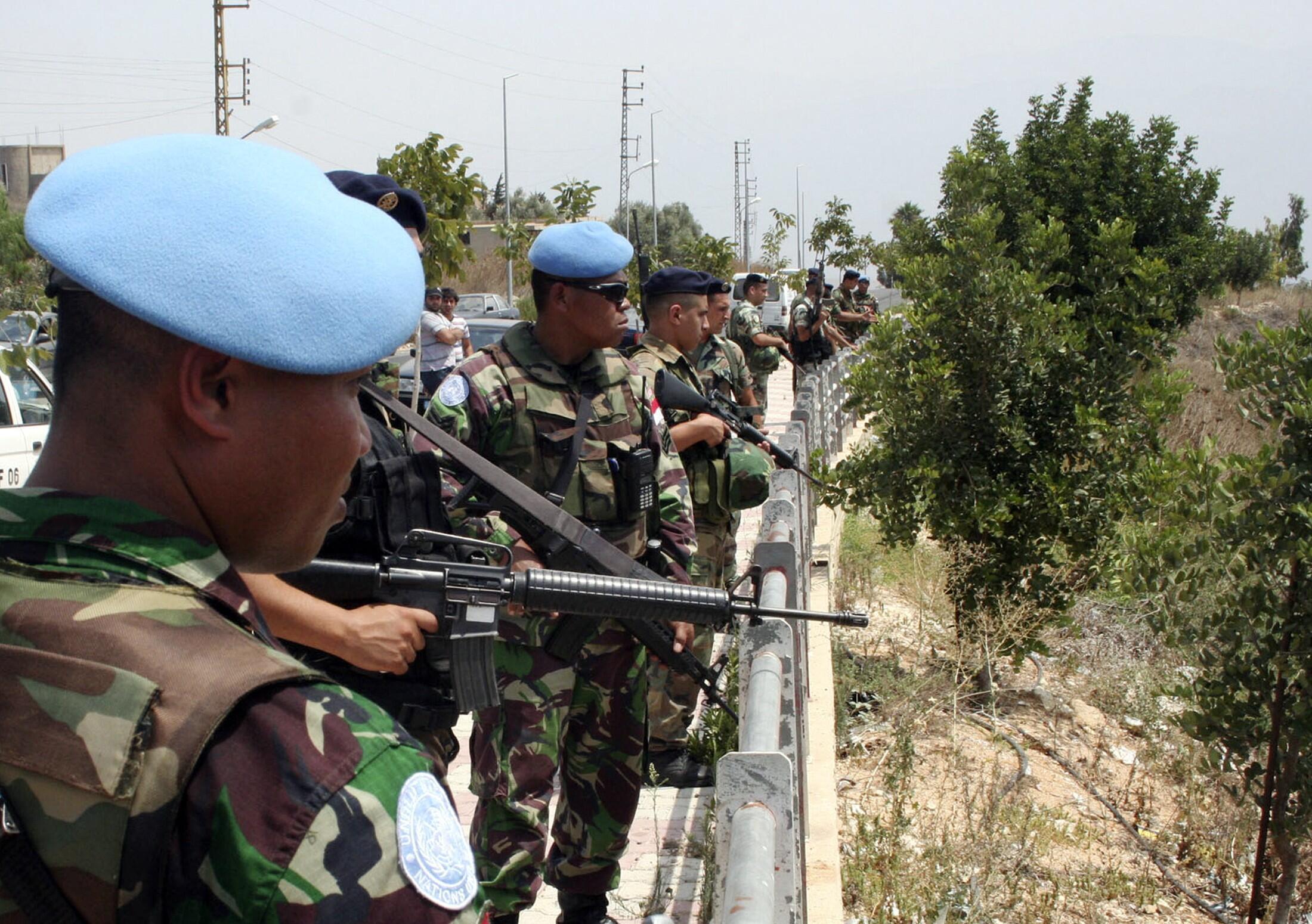 Soldados libaneses e boinas azuis da ONU estão instalados na cidade de Adaisseh, na fronteira israelo-libanesa.