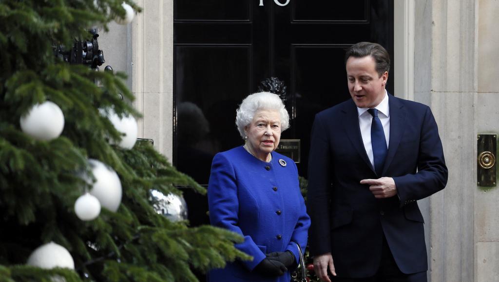 Malkia Elizabeth II na Waziri Mkuu David Cameron katika Downing Street, London.