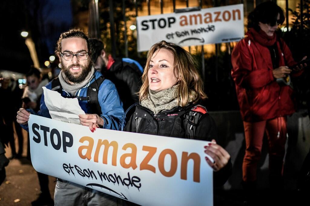 Во Франции прошли акции против крупнейшей платформы интернет-коммерции Amazon