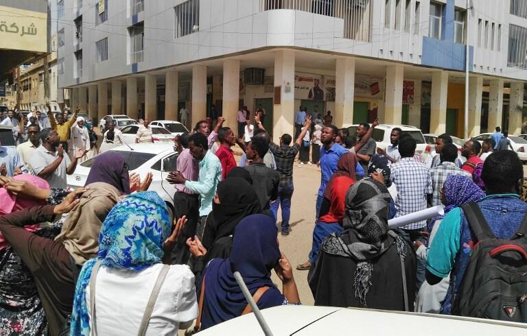 Nova manifestação anti-Bechir em Cartum, no 14 de Fevereiro de 2019.