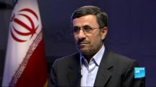 Le président iranien, Mahmoud Ahmadinejad, sur France 24.