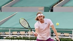 Fifth seed Stefanos Tsitsipas beat the second seed Daniil Medvedev to reach the semi-finals at the French Open for the second consecutive year.