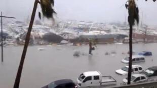 """Порт на острове Сен-Мартен после урагана """"Ирма"""", 6 сентября 2017 года."""