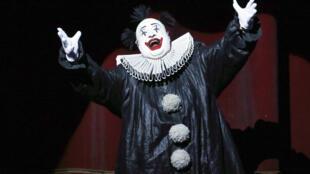 """Cena da ópera """"Rigoletto"""", com direção de Robert Carsen, que abriu nesta quinta-feira, 4 de julho de 2013, o festival de música lírica de Aix-en-Provence."""