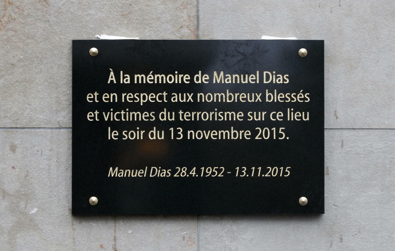 Placa de homenagem a Manuel Dias.
