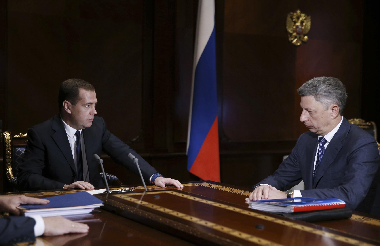 Thủ tướng Nga Dmitry Medvedev (T) gặp Thủ tướng Ukraina Yuriy Boiko, biệt thự Gorki, ngoại ô Matxcơva, 04/12/2013.