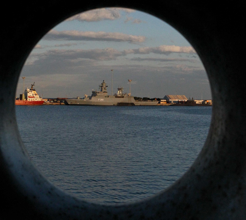 Британский эсминец Defender в кипрском порту Лимасол, ноябрь 2014 г.