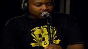 Tumi at RFI's studio 136