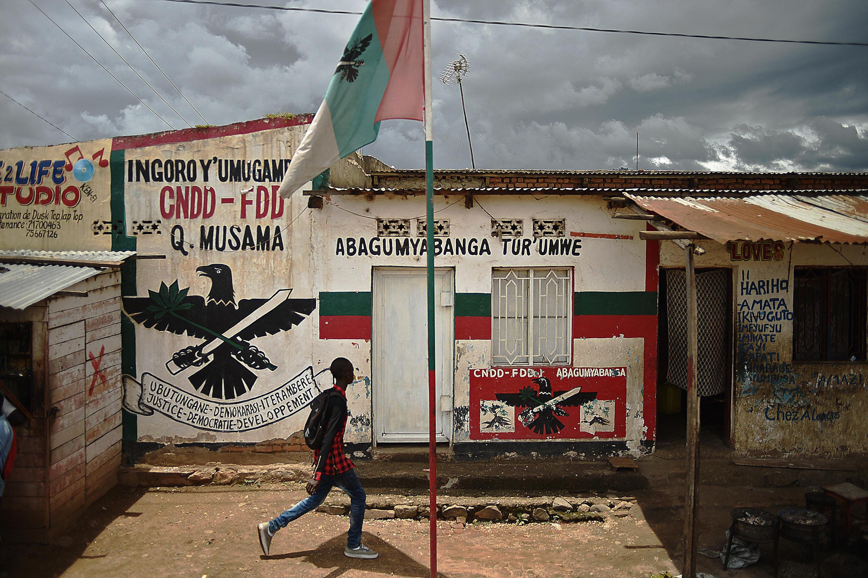 A Bujumbura, devant le local d'une section du CNDD-FDD, le parti au pouvoir, dont la ligue des jeunes, les Imbonerakure, a été qualifiée de « milice » par le haut commissaire de l'ONU aux droits de l'homme.