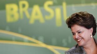 A presidente Dilma Rousseff chega aos 100 dias de mandato com altas taxas de popularidade.
