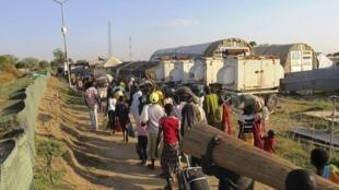 南苏丹民众前往联合国办公处避难。