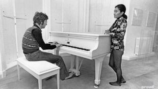 جان لنون  با شنیدن اجرای همسرش یوکو از سونات مهتاب بتهوون، به فکر ساختن یک ترانه افتاد