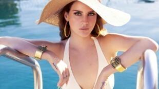 Lana Del Rey ra mắt West Coast, trích đoạn đầu của album thứ ba (DR)