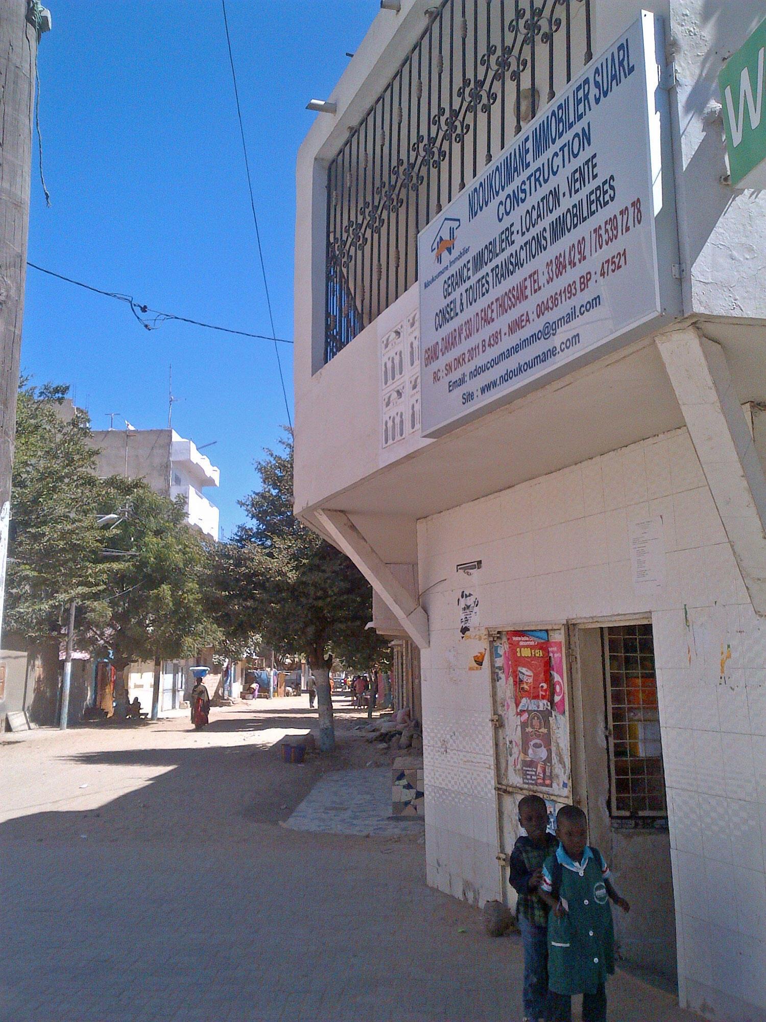 Agence immobilière dans le quartier de Grand Dakar.
