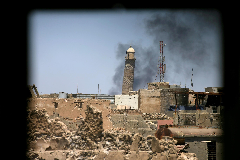 Os extremistas do grupo Estado Islâmico (EI) destruíram nesta quarta-feira o emblemático minarete inclinado da cidade velha de Mossul e a mesquita adjacente.