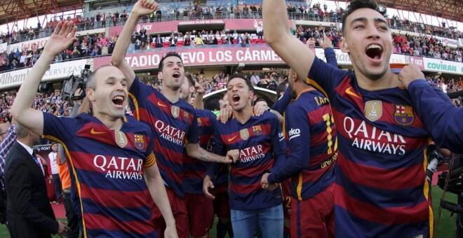 Wachezaji wa FC Barcelona wakishangilia moja ya mataji waliyowahi kushinda chini ya Luis Enrique.