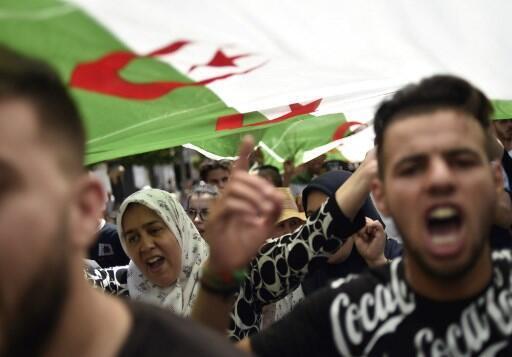图为阿尔及尔民众2019年6月14日示威抗议