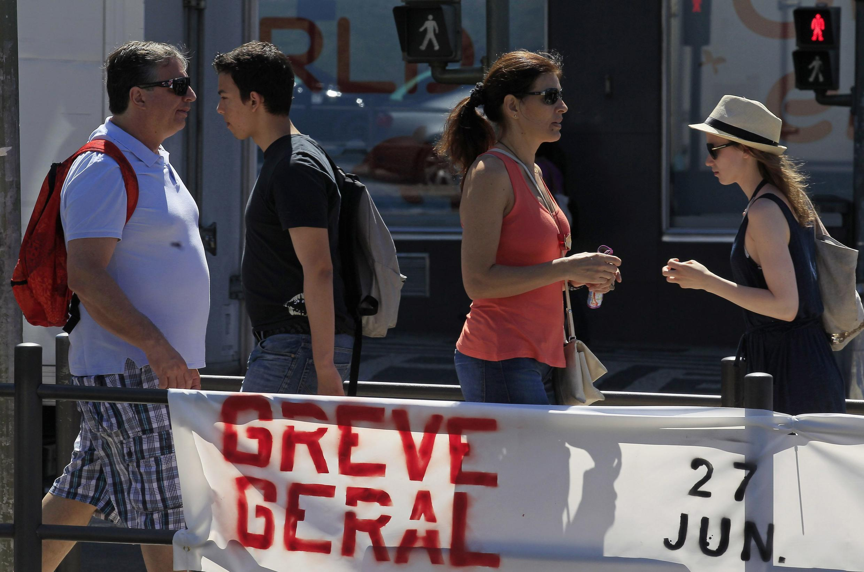 27 июня 2013 в Португалии объявлена новая всеобщая забастовка