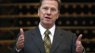 O chefe da diplomacia alemã, Guido Westerwelle, reconheceu o governo rebelde na Líbia.