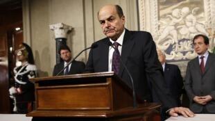 Chủ tịch đảng Dân chủ Ý, Pierluigi Bersani trong cuộc họp báo sau khi gặp gỡ Tổng thống Ý Giorgio Napolitano ngày 28/03/2013.