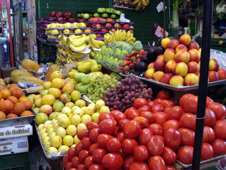 On apprend aux patients à retrouver fruits et légumes de saison.