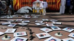 Des proches de personnes disparues manifestent lors de la Journée internationale des disparitions forcées, à Bogota, le 30 août 2019.