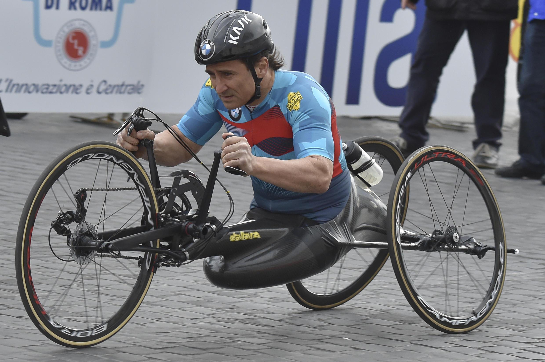 Alex Zanardi competing in the Rome Marathon in April 2017