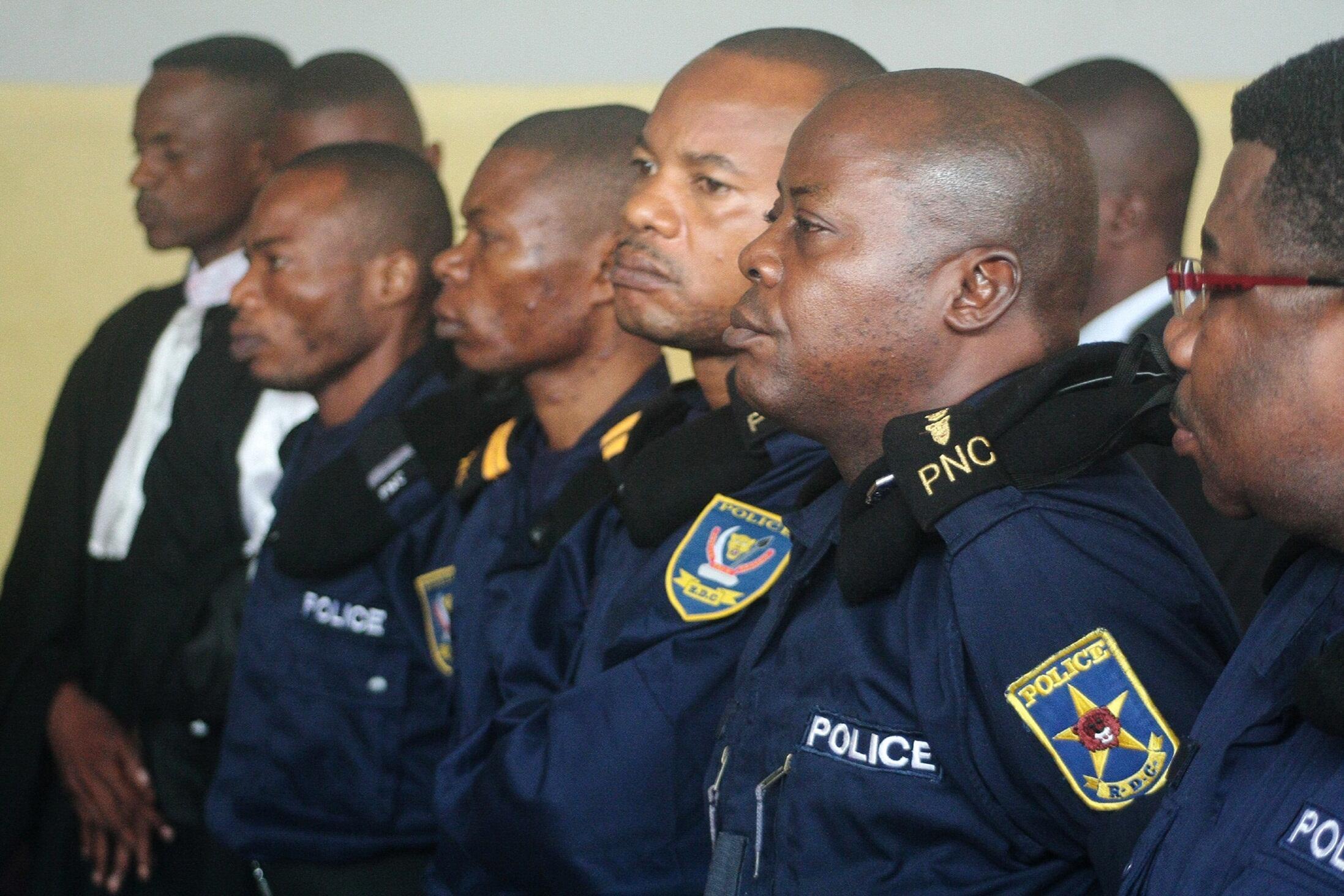 Picha ikimuonesha mkuu wa zamani wa Polisi nchini DRC, John Numbi  wa pili kulia ambaye anadaiwa kuhusika katika mauaji ya Floribert Chebeya.