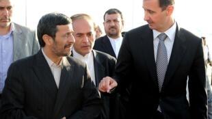 ប្រធានាធិបតីស៊ីរីបាស្ហារអាល-អាស្សាដ(ខាងស្ដាំ) និង ប្រធានាធិបតីអៀរ៉ង់ Mahmoud Ahmadinejad (ខាងឆ្វេង) 