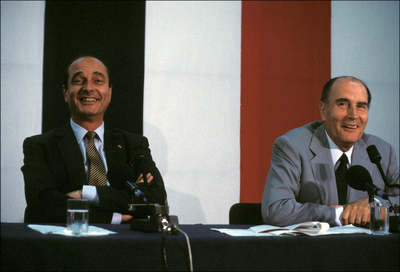 La cohabitation n'aura pas forcément toujours été mal vécue par le couple Jacques Chirac (g) - François Mitterrand (d).