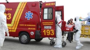 Realização de uma simulação no aeroporto de Guarulhos, em 16 de setembro de 2014, colocou em prática as medidas adotadas em resposta a um eventual caso suspeito de Ebola em viajante internacional.