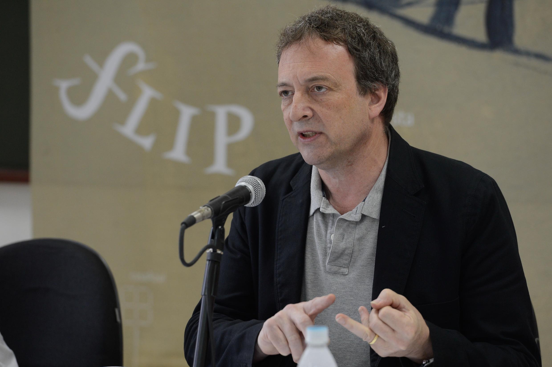"""O jornalista Misha Glenny, autor do livro """"O dono do Morro - Um homem e a batalha pelo Rio"""""""