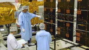 Le satellite Corot, lors de son assemblage en 2006.