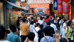 Pour le 18e Congrès du Parti communiste chinois, on dénombre plus de 1 400 000 volontaires pour renforcer la sécurité.