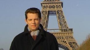 Собственный корреспондент «Укринформ» в Париже Роман Сущенко