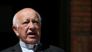 Le cardinal de Santiago du Chili, Ricardo Ezzati, s'adresse à la presse après que le pape François a accepté sa démission, le 23 mars 2019.