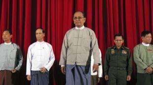 Tổng thống Thein Sein sau cuộc họp với lãnh đạo các đảng phái Miến Điện ngày 31/10/2014 - REUTERS /Aung Myin Yezaw