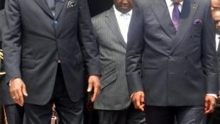 De gauche à droite : les présidents tchadien Idriss Déby, centrafricain François Bozizé et congolais Denis Sassou Nguesso, le 25 juillet 2012 à Brazzaville..