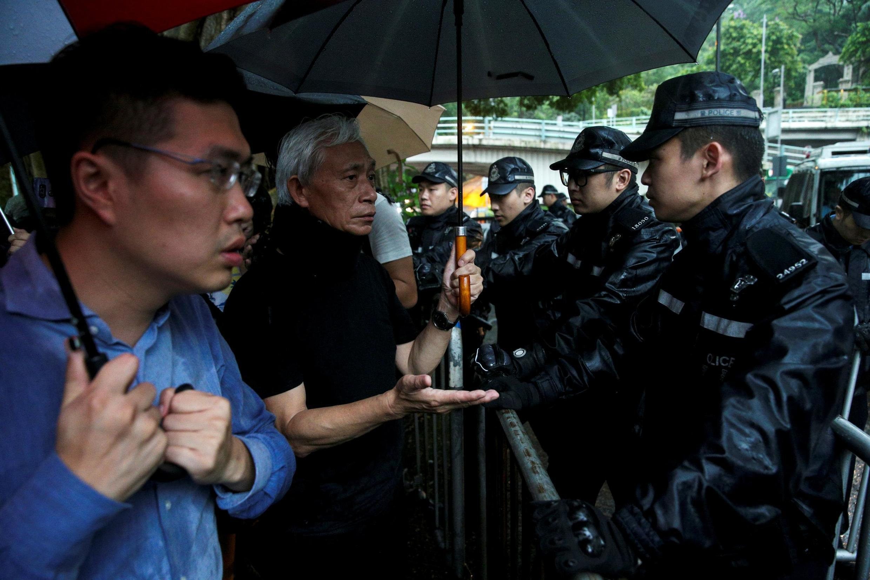 香港民主黨立法人員對警察暴力作出反應 2019年6月13日