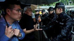 香港民主党立法人员对警察暴力作出反应 2019年6月13日