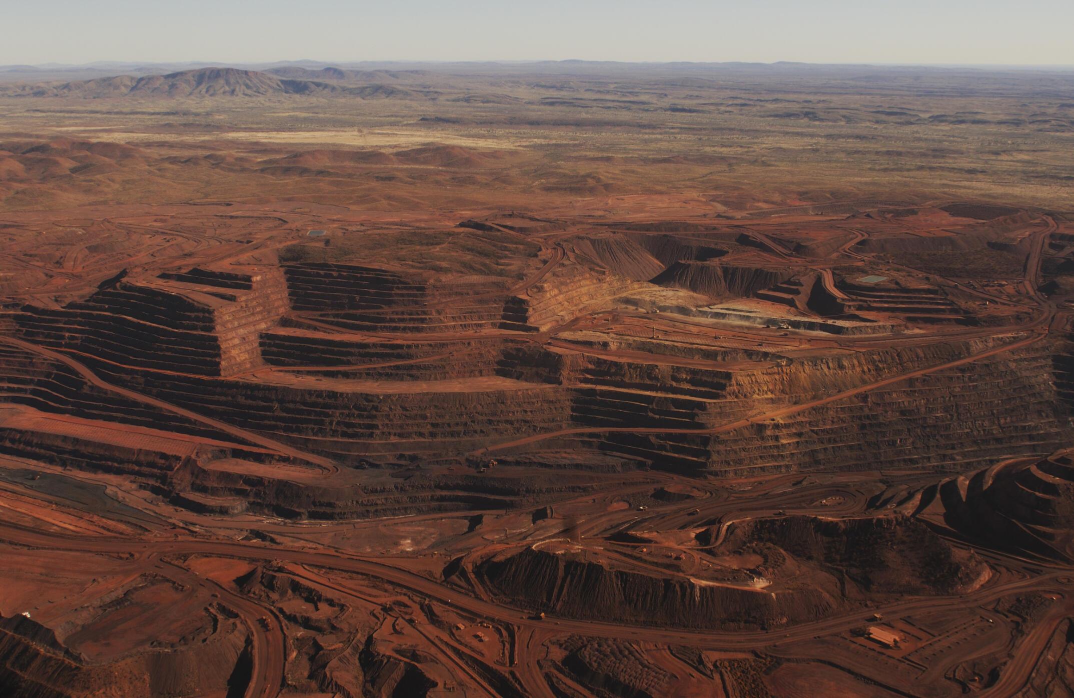 Le site du mont Whaleback, en Australie, est l'une des plus grande mines de fer au monde.